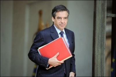 500394_le-premier-ministre-francois-fillon-quitte-l-elysee-le-26-mai-2010