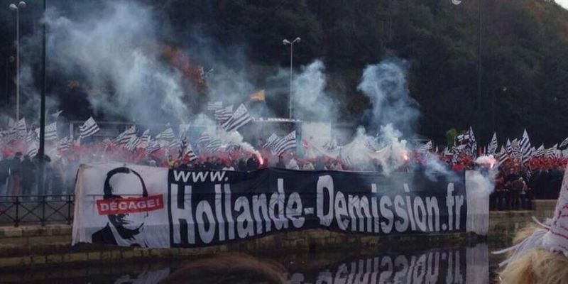 Hollande-Demission-Quimper-BonnetsRouges-960x460